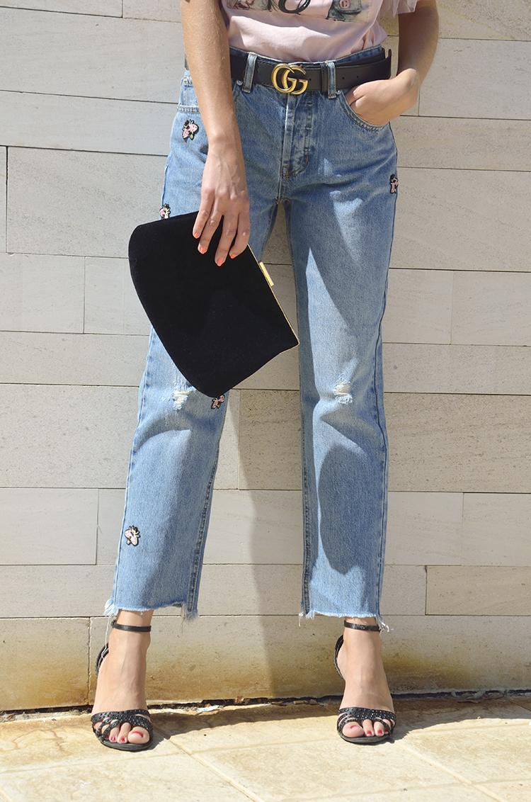 pink_tshirt_jeans_rotos_rectos_trends_gallery_blogger_look