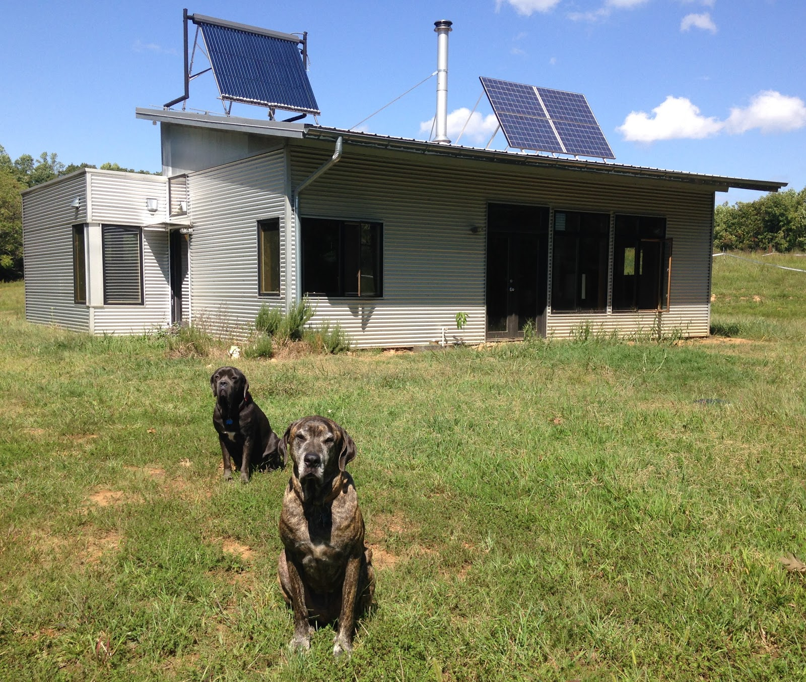 Modern Off Grid Prefab House Equalizes Solar And Saves A