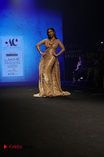 Actress Model Sophie Choudry Walks On Ramp For Abha Choudhary At LFW Summer 2017  0002.jpg