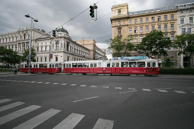 Tram rosso-Vienna