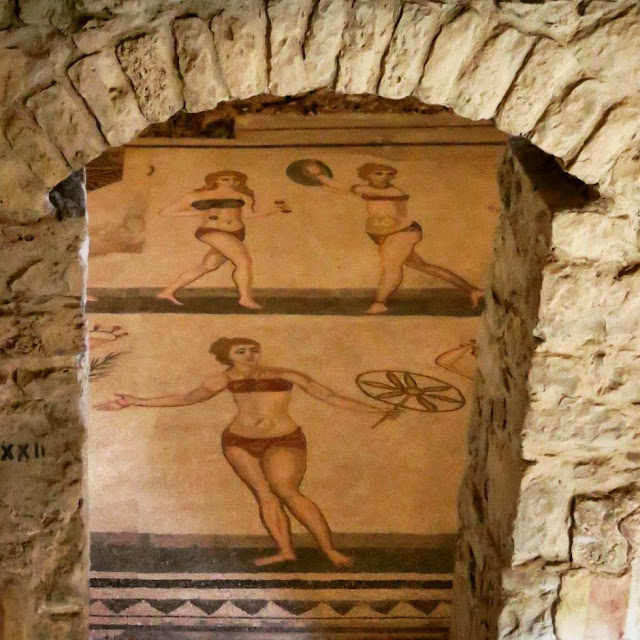 Road trip in Sicily - Bikini girls mosaic at Villa Romana del Casale