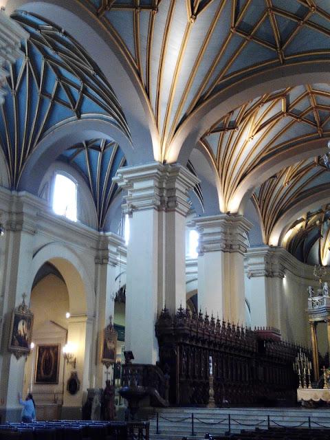 Interior de la Catedral de Lima, Perú