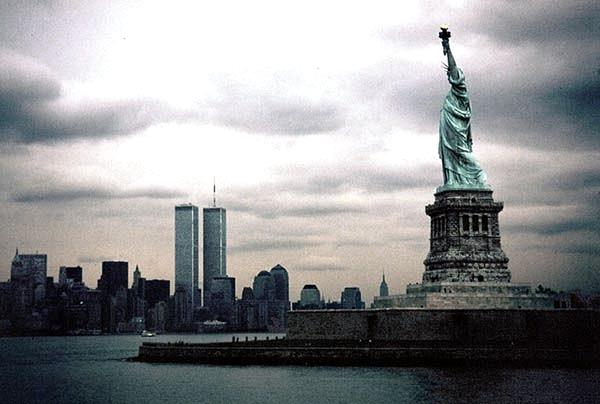 New-york-statua-attacco-terrorismo-11-settembre