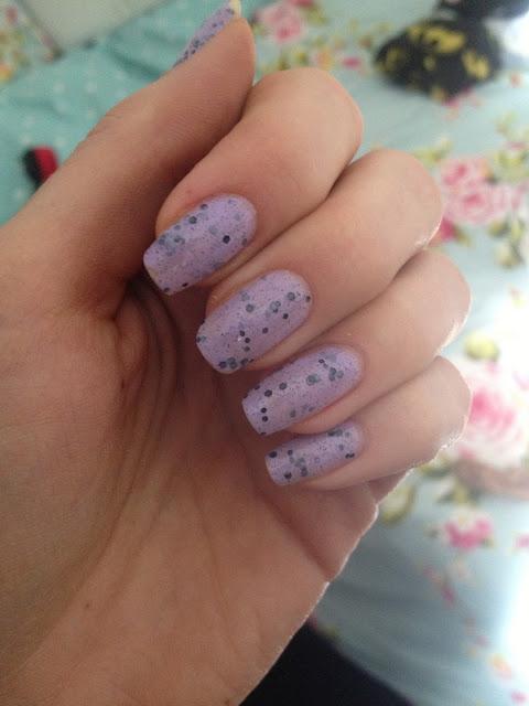 speckled-nails-lilac-illamasqua