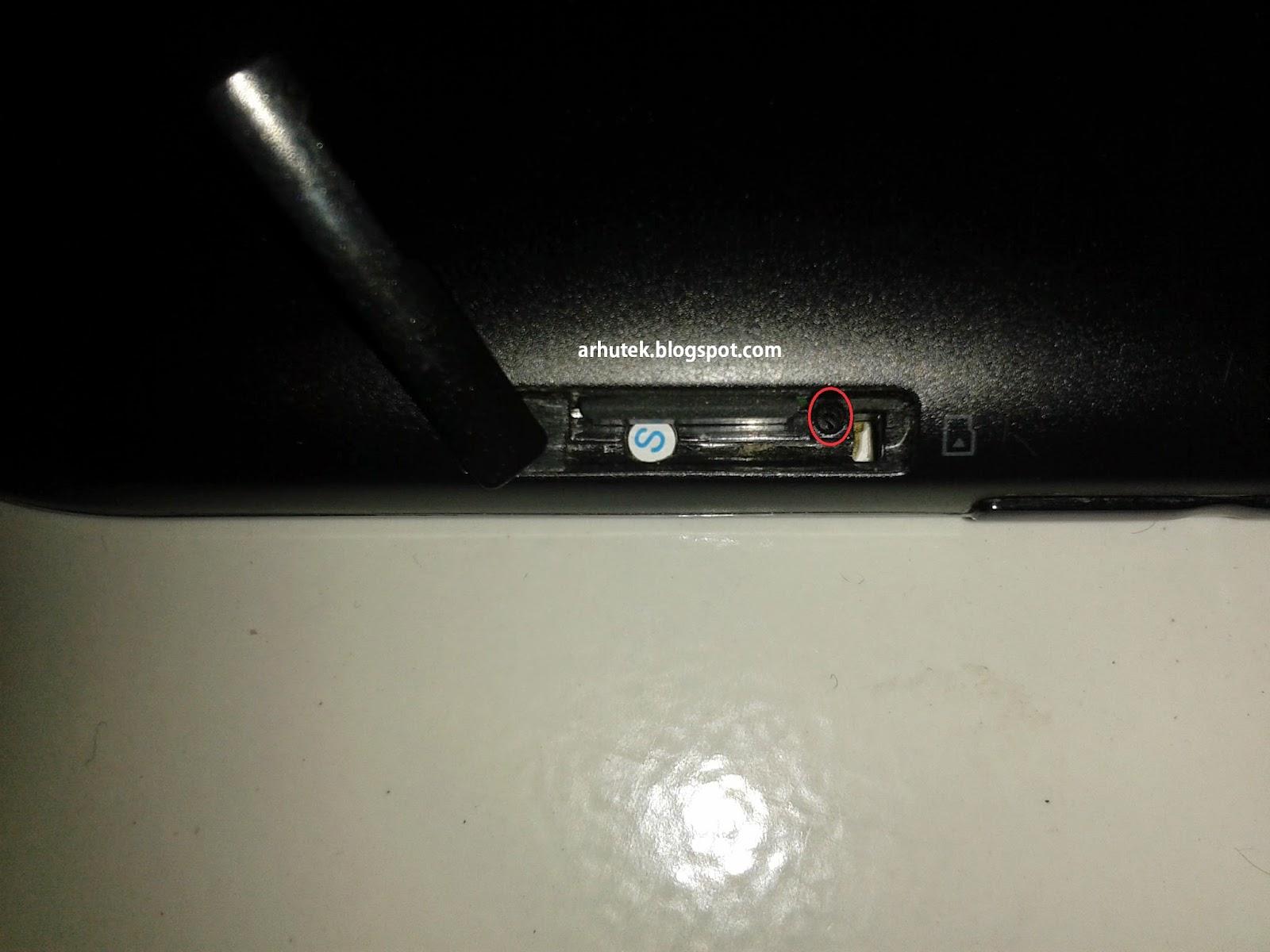 yang menganut baterai tanpa sanggup dicabut atau disebut juga sebagai  Info Cara Mengatasi Hang Tablet Lenovo (Baterai non-removable)