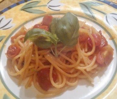 ricetta spaghetti ai quattro pomodori