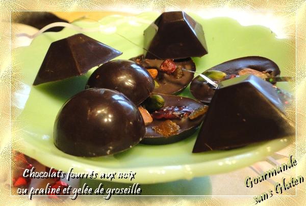 Chocolats fourrés aux noix ou praliné et gelée de groseille
