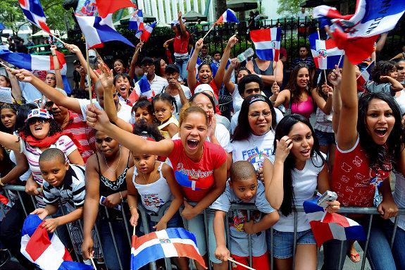 Estudio revela 80% de los dominicanos son felices y viven la vida a plenitud