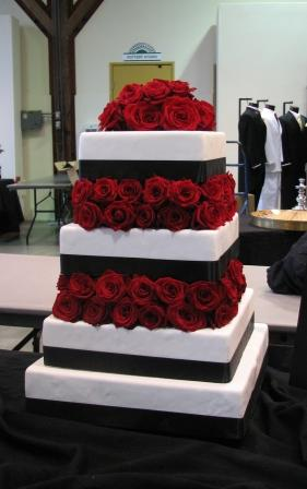 Awesome Pictures  Amazing Red Black And White Wedding Cakes 27 Pic