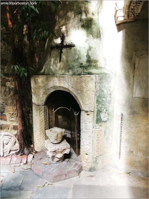 Chimenea junto a la Piscina del Castillo Hammond, Gloucester