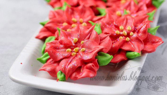 DIY Meringue Christmas Poinsettia Recipe - via BirdsParty.com