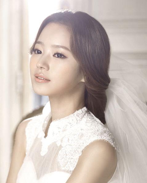 Trang điểm cô dâu Hàn Quốc theo phong cách trẻ trung, tươi tắn