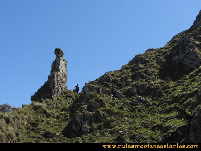 Ruta Ardisana, pico Hibeo: Piedra curiosa