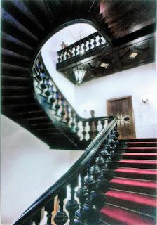 Klatka schodowa w pałacu Pusłowskich - obecnie