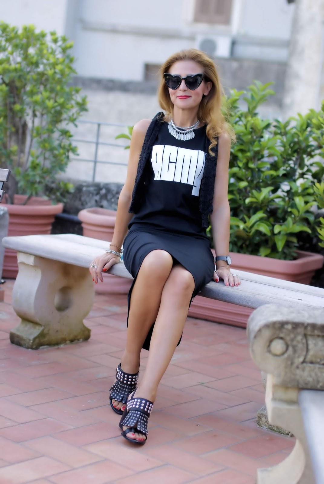 Total black acmy dress with studs on Fashion and Cookies fashion blog, fashion blogger style