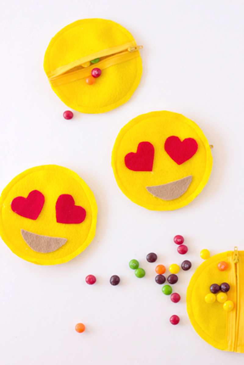 Emoji Party Favors - via BirdsParty.com
