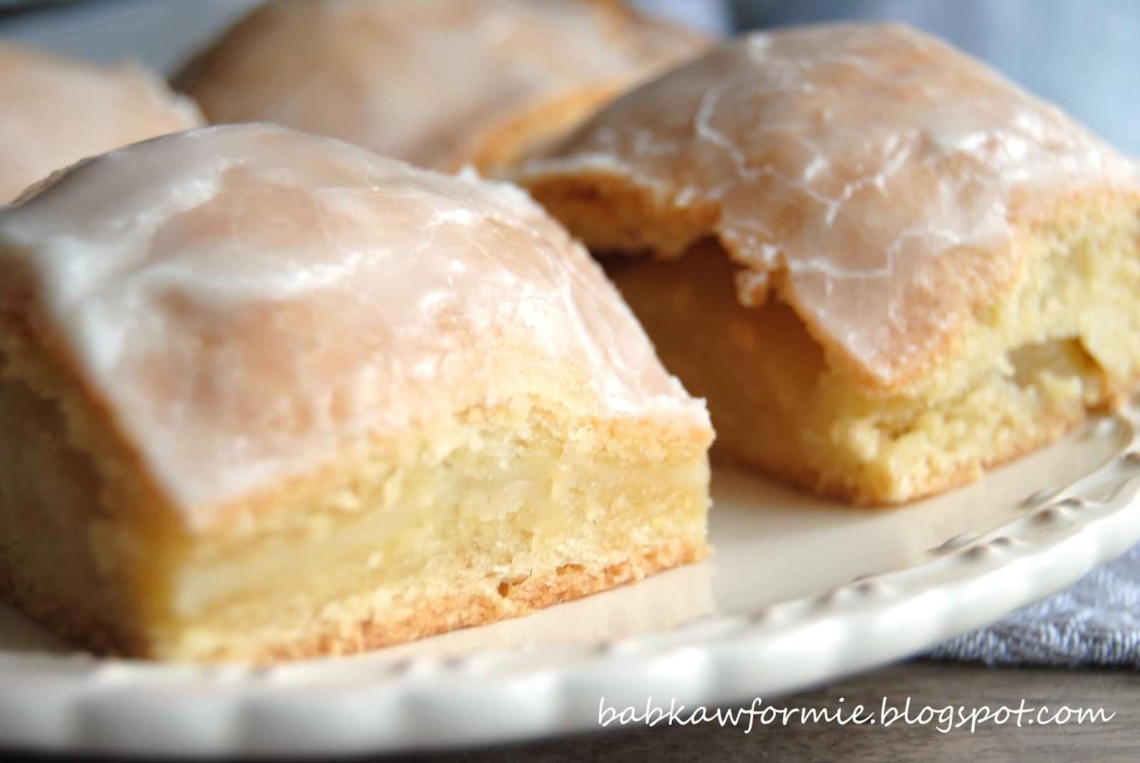 ciasto z połówkami jabłek babkawformie.blogspot.com
