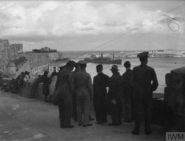 Watching a convoy enter Malta's Grand Harbour on 19 January 1942 worldwartwo.filminepctor.com