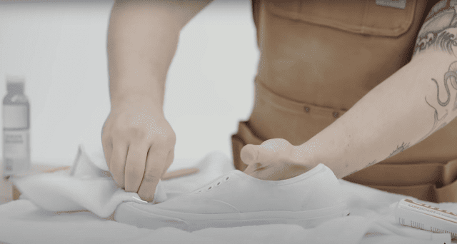 how-to-wash sneakers