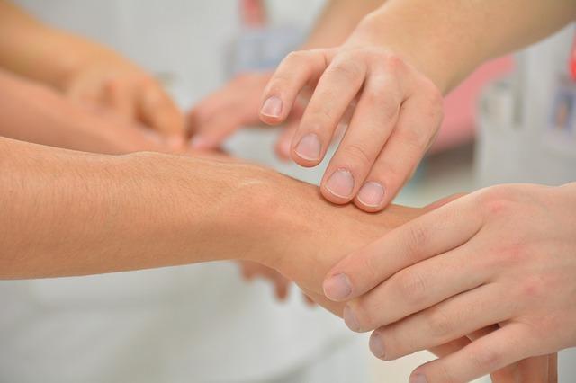 Deteksi Gangguan Kesehatan Melalui Telapak Tangan
