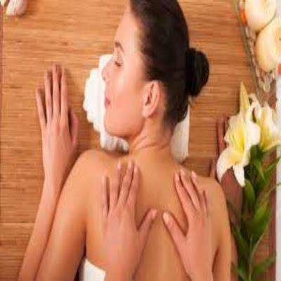 Mulher-fazendo-massagem