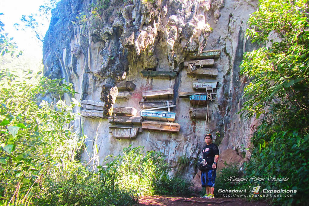 Hanging Coffins at Echo Valley Sagada - Schadow1 Expeditions