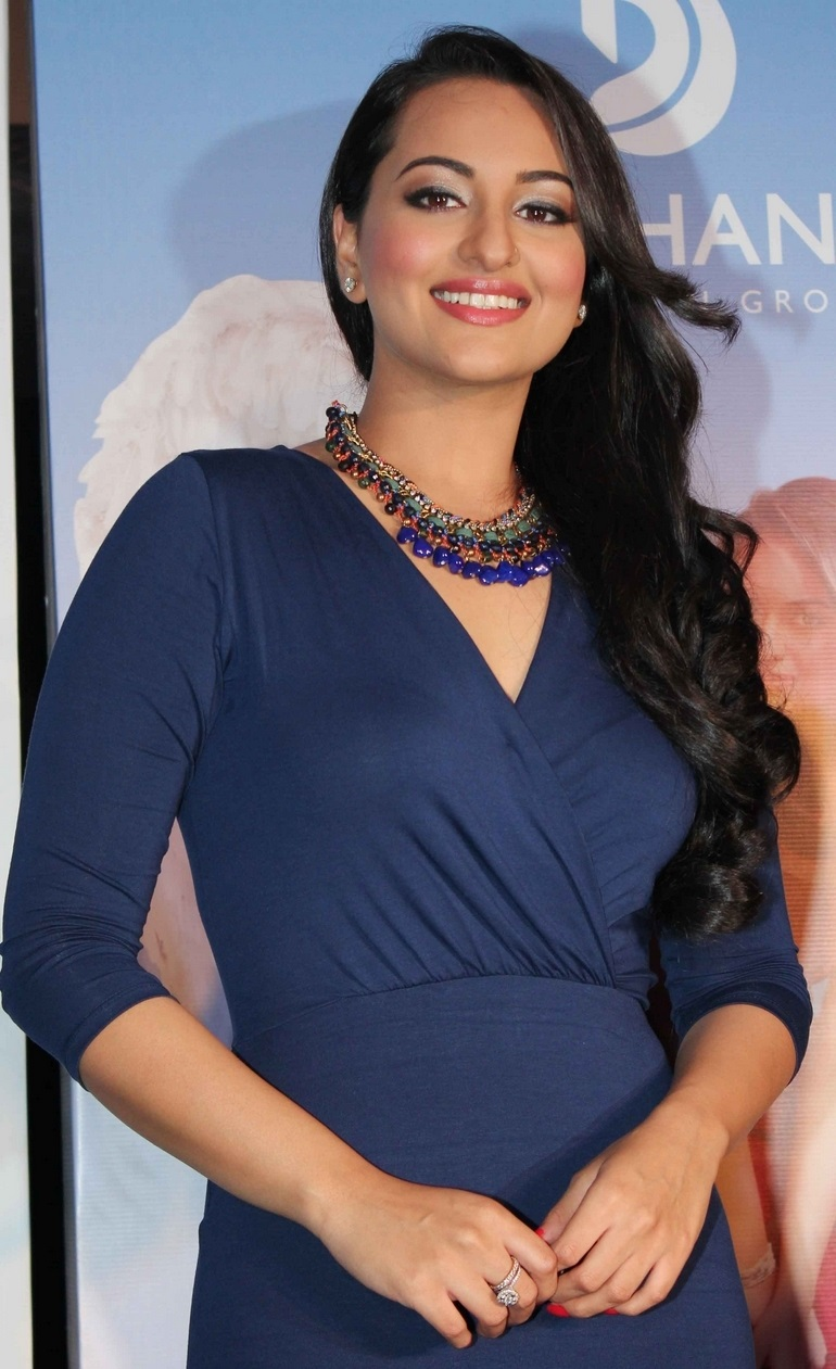 Sonakshi Sinha Legs Thighs Photos In Mini Blue Dress At Press Meet