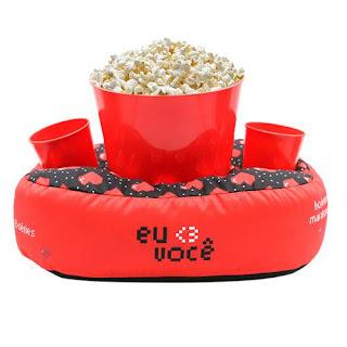 Almofada para comer pipoca vendo filme