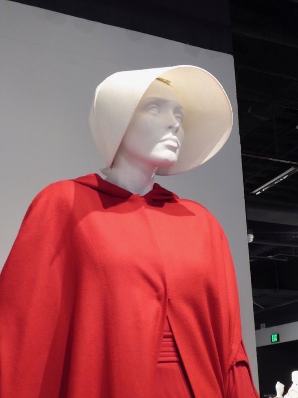 Elisabeth Moss Handmaids Tale Offred costume