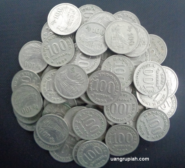 Uang Koin Logam Kuno 100 Rupiah Tebal Tahun Emisi 1973 Gambar Rumah Gadang