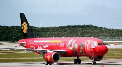 Máy bay chở Man United lạc lối ở Trung Quốc, trận derby có thể bị hủy