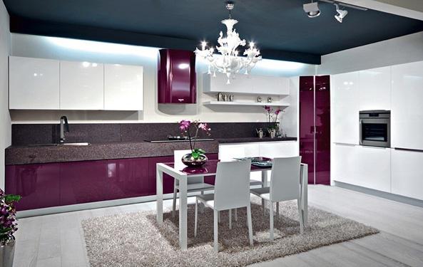 Cocinas color morado italianas modernas colores en casa for Cocinas color berenjena