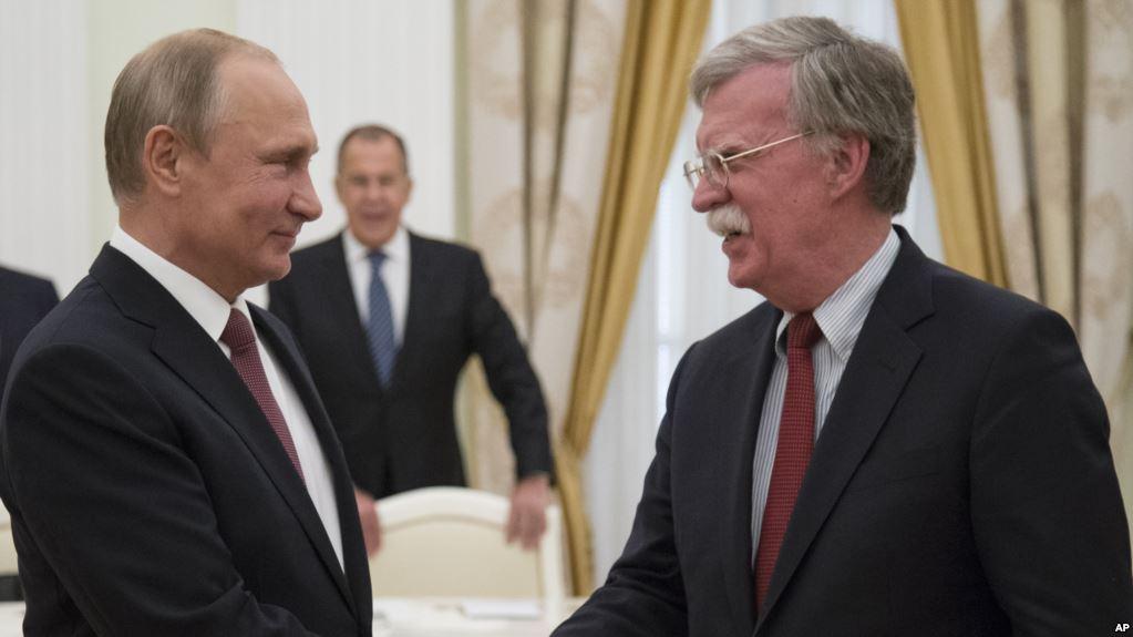 El presidente ruso recibió al asesor de Seguridad Nacional de EEUU, John Bolton, hoy en Moscú / AP