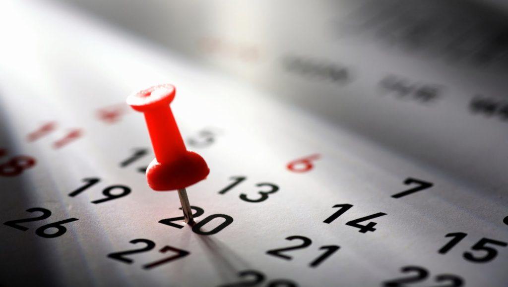 Pin vermelho em calendário