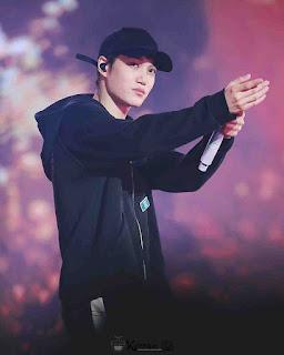 Gambar Keren Kai EXO diatas panggung