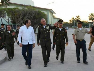 Inaugura Cienfuegos instalaciones militares en Colima