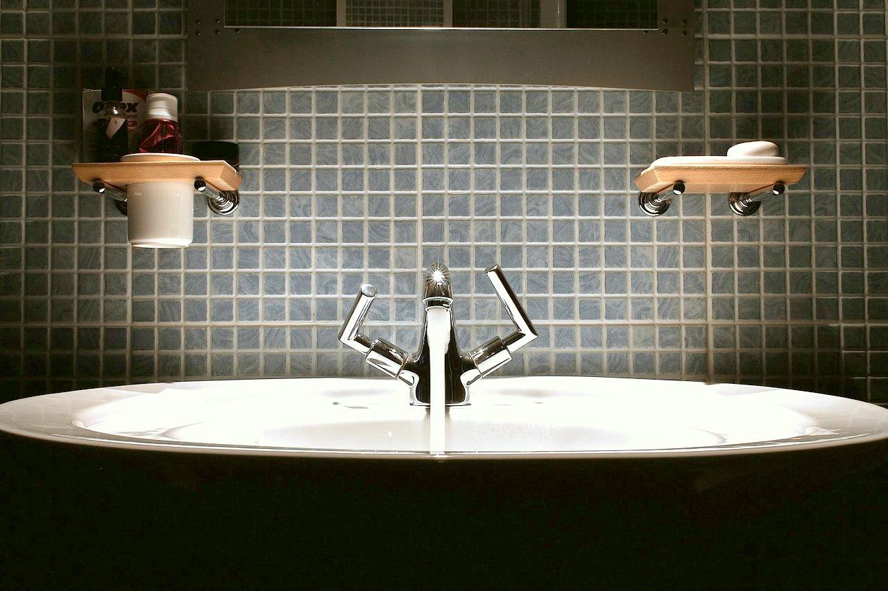 Zahnb rstenhalter die minimall sung f r dein bad for Minimalismus hausarbeit