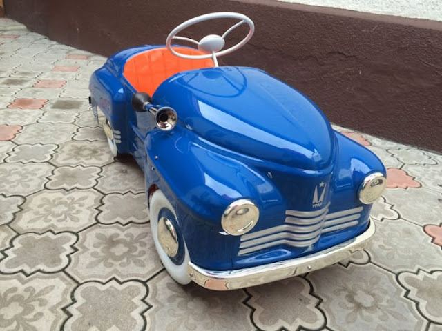Ruso recolecta chatarra: resultan ser increíbles autos