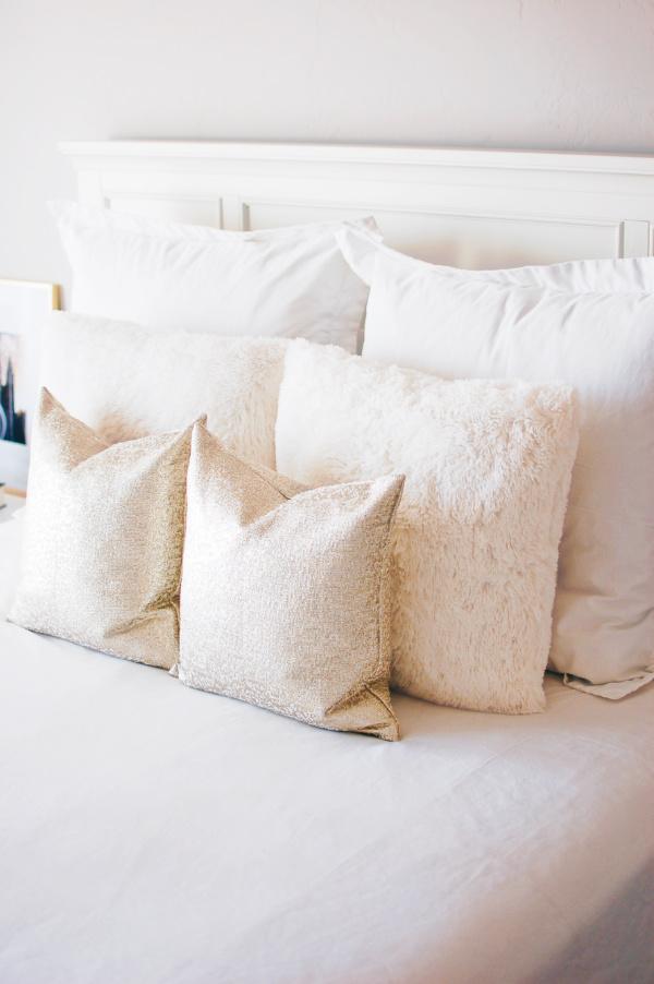 Elegant and modern master bedroom pillows