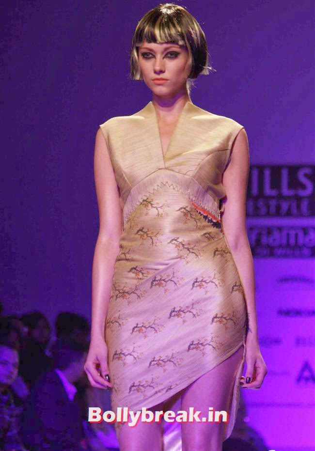 Wills lifestyle Fashion Week - Autumn-Winter 2014, Shilpa Shetty walks at Wills India Fashion Week 2014