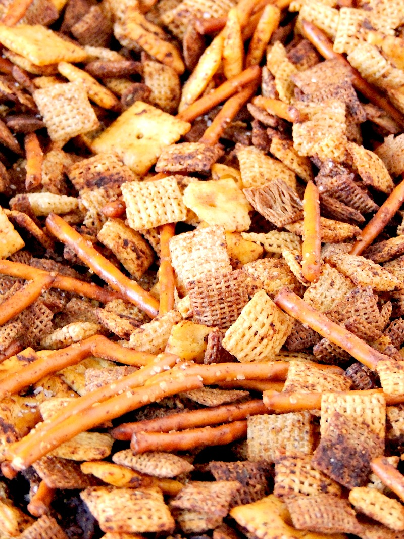 Pizza Party Mix - between the crunchy cereal square, salty pretzels, and crispy little mini pepperoni, this snack mix is a guaranteed touchdown every time from www.bobbiskozykitchen.com