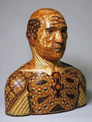 Cabeza de madera de hombre calvo