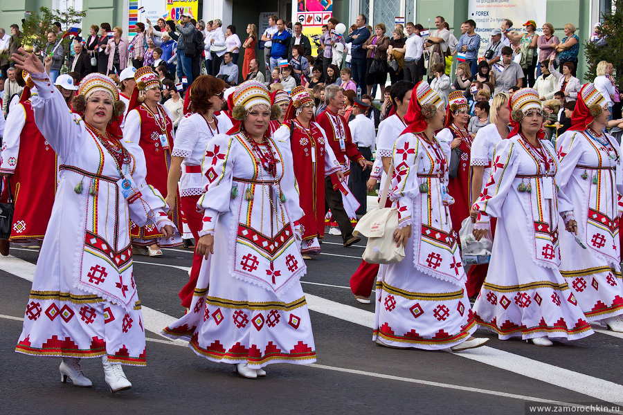 Тысячелетие единения мордовского народа с народами России. Участники театрализованного шествия ВСЕ мы - Россия