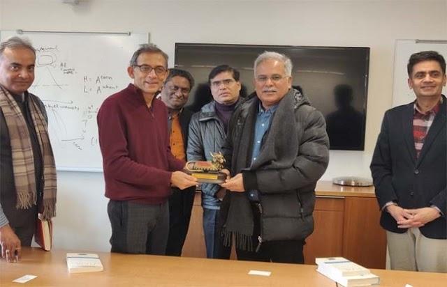 मुख्यमंत्री भूपेश से नोबेल विजेता अभिजीत बनर्जी ने की मुलाकात