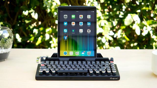 Tastiera bluetooth per iPhone che ricorda macchina da scrivere