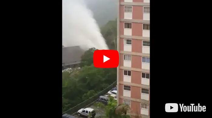 Rotura de tubo matriz de agua en Macaracuay provoca el caos en la zona