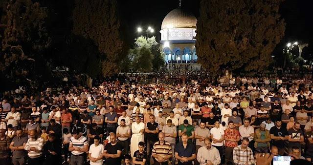 Meski Ada Prosedur Keamanan Yang Ketat, 100 Ribu Jamaah Tunaikan Shalat Tarawih Di Masjid Al-Aqsha
