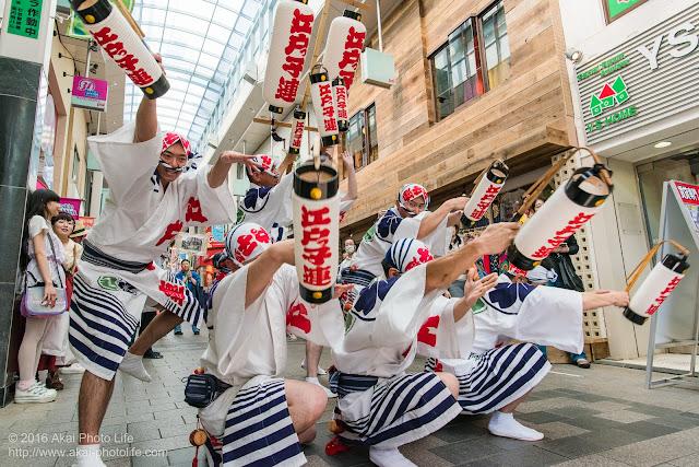 江戸っ子連、粋な男踊りの踊り手による高円寺パル商店街、流し踊り 6