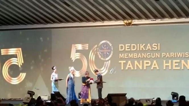 Jokowi Jadi Bapak Pariwisata saat Harga Tiket Pesawat Naik