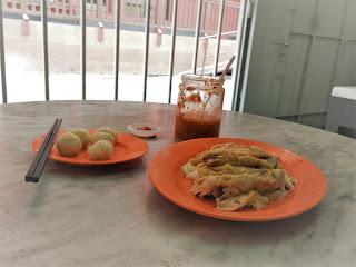 wisata kuliner Melaka - chicken rice ball